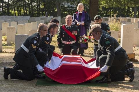 A picture that shows a soldier being buried